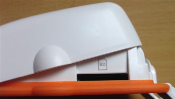 recoloir7 SDカードスロットは横にある