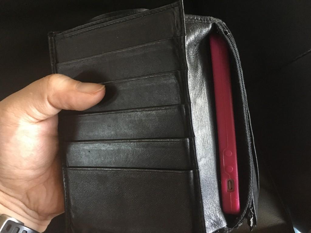 財布に収まるモバイルバッテリー