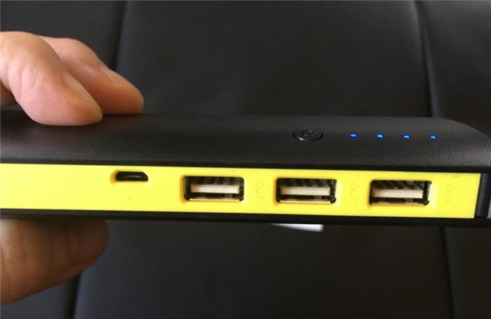 3ポート同時出力モバイルバッテリー