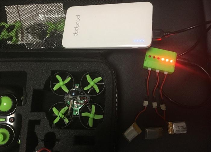 Eachine E010c 収納ケース モバイルバッテリーと充電器