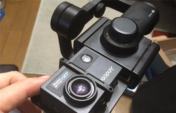 スマートフォン用手持ちジンバルにアクションカメラを取り付ける方法