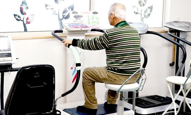 エアロバイク フィットネスバイク デイサービス 高齢者 機能訓練