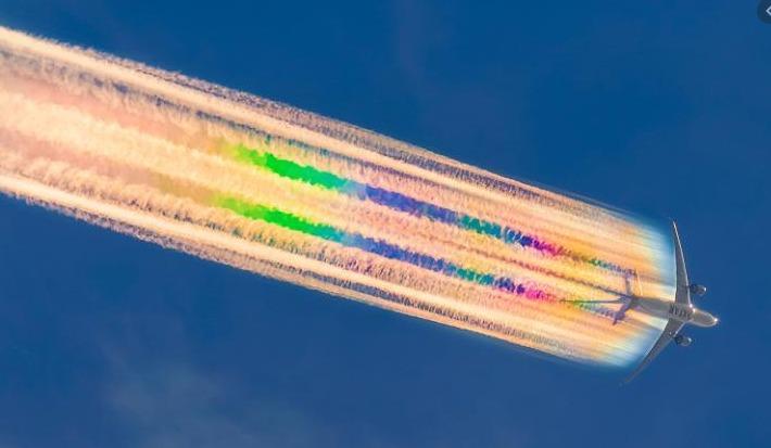 飛行機 虹